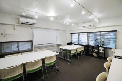 入口扉からから前方向 - 四谷三丁目グラッドスペース 貸し会議室3Fの室内の写真