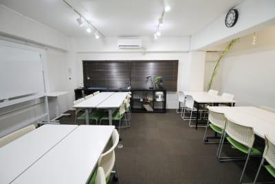ブラインドを閉め時 - 四谷三丁目グラッドスペース 貸し会議室3Fの室内の写真
