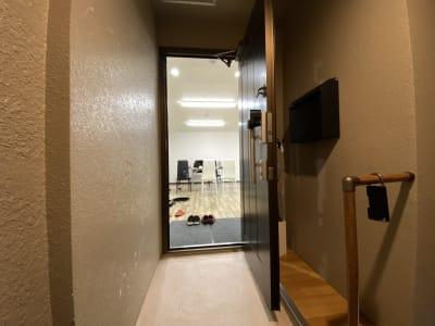 入り口 - JCMGスクール 駒川中野校 音楽スタジオの室内の写真