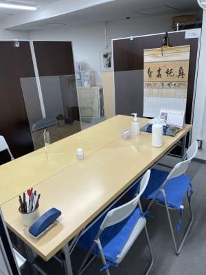 第三班は入り口から奥の右側のスペースです。 - 三軒茶屋レンタルスペース「サンチャイナ」 ルーム3(第三班)の室内の写真