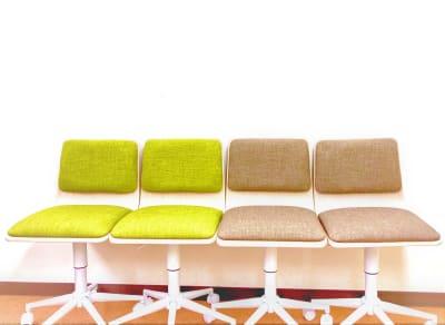 キャスター昇降式の椅子に変更しました - ラミ本町 Emma 貸会議室<ラミ本町Emma>の室内の写真