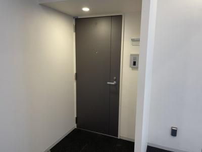 入り口です。 - パーソナルトレーニングジム インテンションの室内の写真