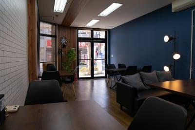 室内 - レンタルスペース ミナテラス 会議から物販も可能なスペースの室内の写真