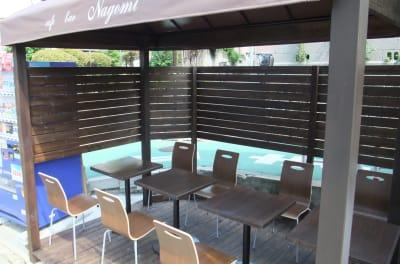 テラス席もあります - cafe bar Nagomi クラウドキッチン飲食店開業最適!の室内の写真
