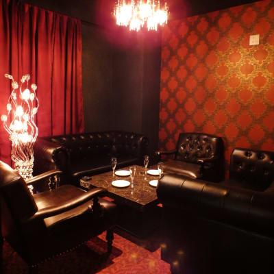 6名様個室 モニター、テレビ完備 - dining speranzaの室内の写真