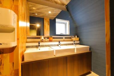 3F 女性専用洗面所 - ゲストハウス神戸なでしこ屋 元町駅近!ワーキングスペースの設備の写真