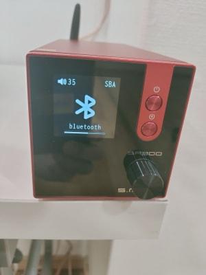 Bluetoothアンプです。 ボタン一つでスマホと接続。吊り下げスピーカーからスマホの音楽が簡単に流せます。 - レンタルスタジオ・アドレ Cスタジオ ダンス・音楽スタジオの設備の写真
