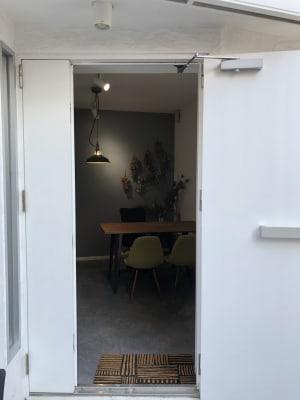 ビオトープ レンタルサロンの入口の写真