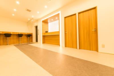 キャビNET心斎橋店 コワーキングスペースの入口の写真