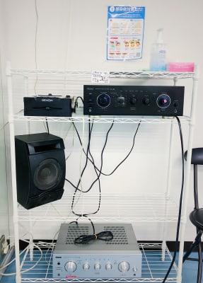 Aスタジオ→外部入力有り(ライン付)PCや携帯から音が流せます、CDデッキ /Bスタジオ→Bluetoothデッキ外部入力有り(ラインなし) - SK.DANCE STUDIO ダンススタジオの室内の写真