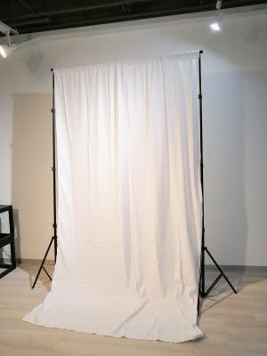 チャラデ新宿御苑 天井高3m越え撮影・配信スタジオの設備の写真
