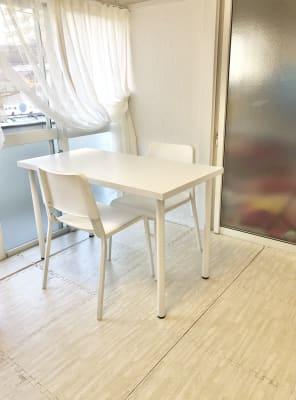 このような形でテーブルをセッティングも可能です。 - 親子のくつろぎどころ りみぃ 貸切レンタルルームの室内の写真