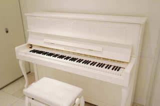 アップライトピアノ - 品川レンタルスペース、貸し会議室 人数制限60名様(CDルーム)の設備の写真