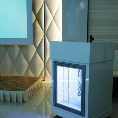 司会台 - 品川レンタルスペース、貸し会議室 人数制限60名様(CDルーム)の設備の写真