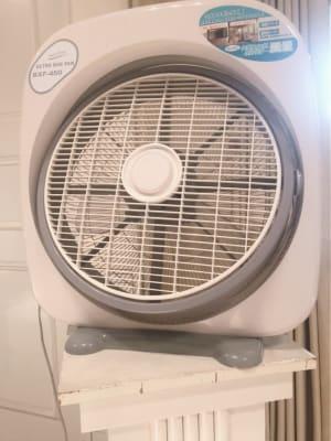大型送風機を設置(コロナウイルス対策として) - 品川レンタルスペース、貸し会議室 人数制限60名様(CDルーム)の設備の写真