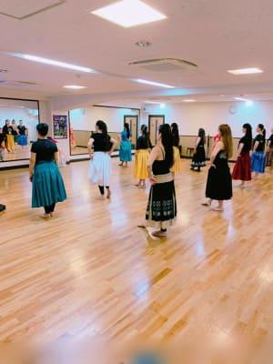 用途実例 フラダンス - 横浜 桝岡ダンス教室 レンタルスペースの室内の写真
