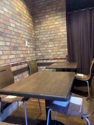 テーブルやイスのレイアウトはご自由に変更できます。 - cafe bar Nagomi クラウドキッチン飲食店開業最適!の室内の写真