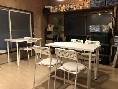 こちら手前側にもスペースがありますので、広々としております。 - 東逗子エントランス レンタルスペースAの室内の写真