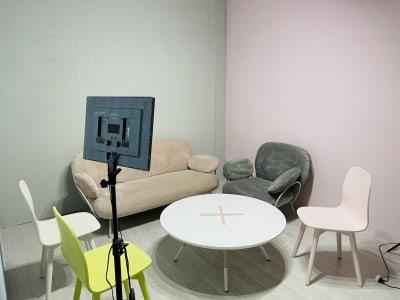 動画撮影・配信収録スタジオ秋葉原 配信撮影スタジオWALZ秋葉原の室内の写真
