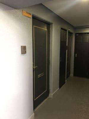 NUMA部屋|梅田① 梅田 推し不在の誕生日会スペースの入口の写真