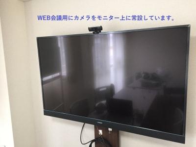 55インチ4K対応モニターにWebカメラを常設しました。ご自由にお使いください。 - お気軽会議室浅草橋西口 浅草橋駅から徒歩4分の室内の写真