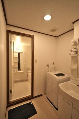 洗面台・洗濯機などもあります - きららつながりスペース 施術室・ヨガ・会議室の室内の写真