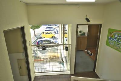 トイレが左側、右側扉が貸しスペースになります - きららつながりスペース 施術室・ヨガ・会議室の室内の写真