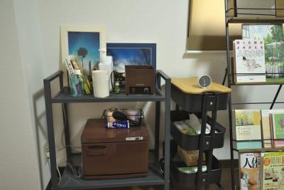 施術時に使えるタオルウォーマー、スマートウォーマー - きららつながりスペース 施術室・ヨガ・会議室の室内の写真