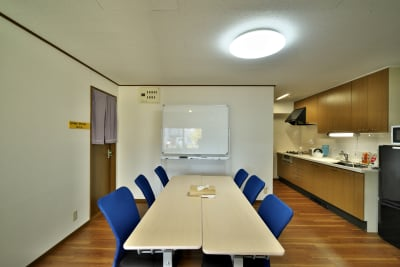 会議もできるスペースがあります。 - きららつながりスペース 施術室・ヨガ・会議室の室内の写真