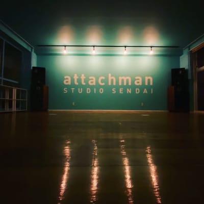 スタジオ内三列調光可能。両ガラス面カーテンあり。 - アタッチマンスタジオ レンタルスタジオ ダンス、ヨガ等の室内の写真
