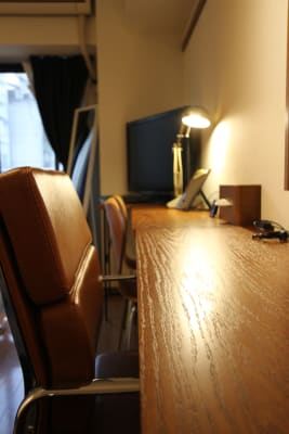 長机2客で幅広い作業スペース。 - さくらスペース テレワーク、女子会、会議室の設備の写真