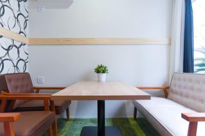 ゆとりのあるスペース。 - Feel Osaka Yu [ クラシックリゾート会議室 ]の室内の写真