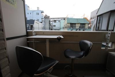 バルコニーからシモキタの街を見下ろせます。 - さくらスペース テレワーク、女子会、会議室の設備の写真