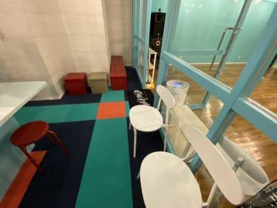 ロビー部分 WiFi完備10名ほど着席可能 - アタッチマンスタジオ レンタルスタジオ ダンス、ヨガ等の室内の写真