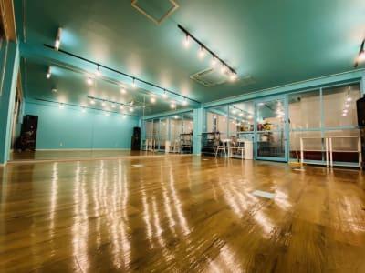 Aスタジオ窓側より撮影 - アタッチマンスタジオ レンタルスタジオ ダンス、ヨガ等の室内の写真
