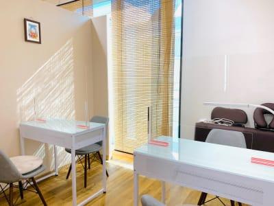 ネイル時(最大テーブル2) - CHALEUR MAISON サンダンカの室内の写真