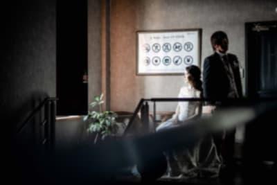 撮影事例⑤ 一味違った写真を記念にされたい方々が毎月1組ペースでご利用されてます。 - アップタウンファニチャー サロンスペースの室内の写真