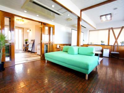 WeHomeVilla城ケ崎温泉 完全貸切ラウンジスペースの室内の写真