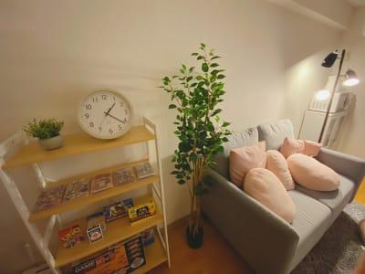 Switchやボードゲームが豊富で楽しい時間を。 - なんばEastの室内の写真
