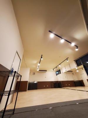 約40㎡のコンパクトなスペース - スタジオカリマ/カリマ松本 ダンス、ヨガ、トレーニングなどにの室内の写真