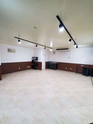 調光式スポットライト×12 - スタジオカリマ/カリマ松本 ダンス、ヨガ、トレーニングなどにの室内の写真