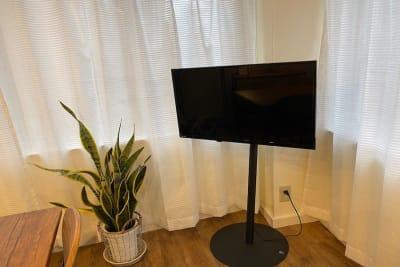 液晶テレビあり。HDMIケーブルもご用意しています - 【forspace代々木Ⅱ】 多目的スペース(4F)の室内の写真