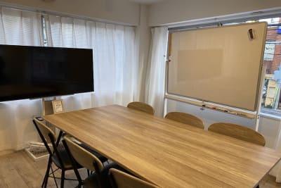 ミーティングやセミナー、レッスンなどにおすすめ - 【forspace代々木Ⅰ】 多目的スペース(2F)の室内の写真
