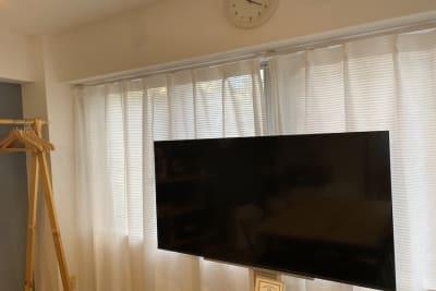 50インチ液晶4Kテレビ。HDMIケーブルもご用意しています - 【forspace代々木Ⅰ】 多目的スペース(2F)の室内の写真