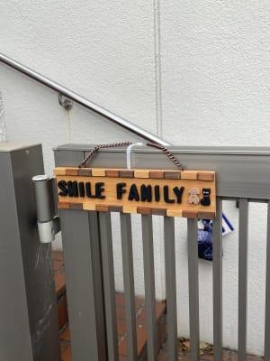 門に表札があります。 - Smile Family ドッグラン付き多目的スペースのその他の写真
