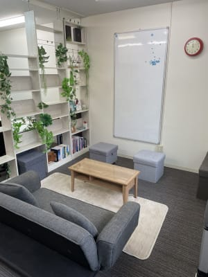 ComfyEnglish 会議室・スクール・撮影の室内の写真