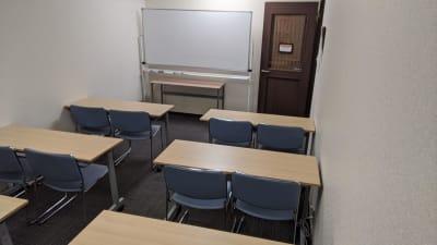学習塾や小規模セミナー等でもご利用いただけます。 - 勉強カフェ博多プレース 会議室 セミナールームの室内の写真