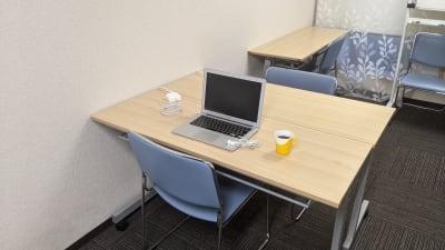 テレワークするのに最適な空間です。 - 勉強カフェ博多プレース 会議室 セミナールームの室内の写真