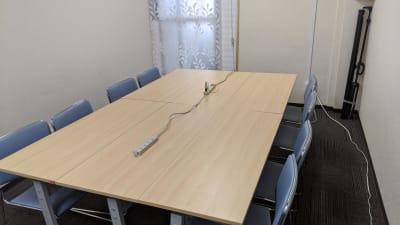 勉強カフェ博多プレース 会議室 セミナールームの室内の写真
