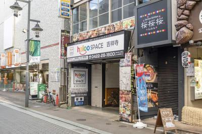 halooSPACE at吉祥寺 南口会議室の入口の写真